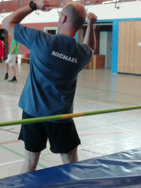 Michael erklärt Hochsprung©Sportvereinigung Erichshagen