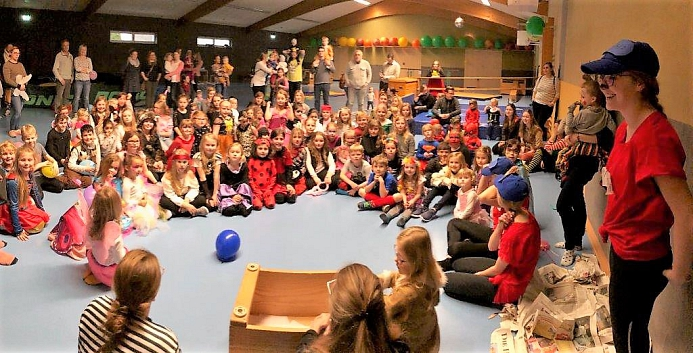 ca. 80 Kinder bei der Rosenmontagsfeier©Sportvereinigung Erichshagen